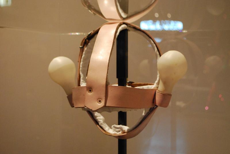 light-bulb-headdress_1985
