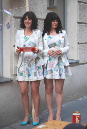 Tinsel & Twinkle's performance in front of Galerie Michaela Stock