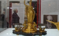 desktop-set-1875_guilded-bronze_hernstein-castle