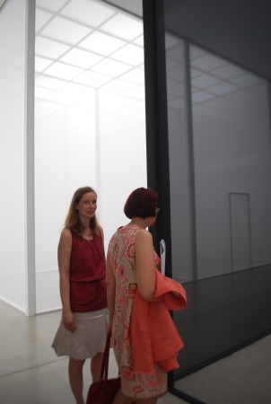 visitors at the Secession, inside of R. Irwin installation