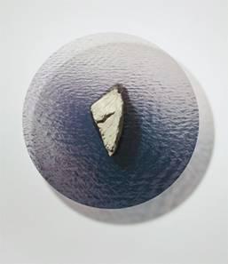 Silvia Maria Grossmann,  Insel, 2013,  Objekt, Stein,  Durchmesser 70cm, Höhe 20cm  Copyright: Silvia Maria Grossmann Courtesy: Galerie Hrobsky