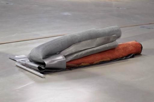 Michael Kienzer Verlegung Vol. 2 2012 Metall Gummi Textil 220 x 70 x 40 cm Kie/S 120015